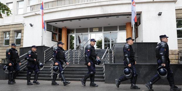 Members of the Serbian Gendarmerie guard the Special Court building in Belgrade.© ALEXA STANKOVIC/AFP/Getty Images