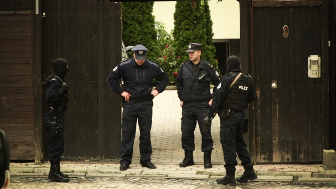 Kosovo police during the raid on the house of Shefqet Krasniqi